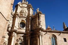 La façade très détaillée de la cathédrale de Valence