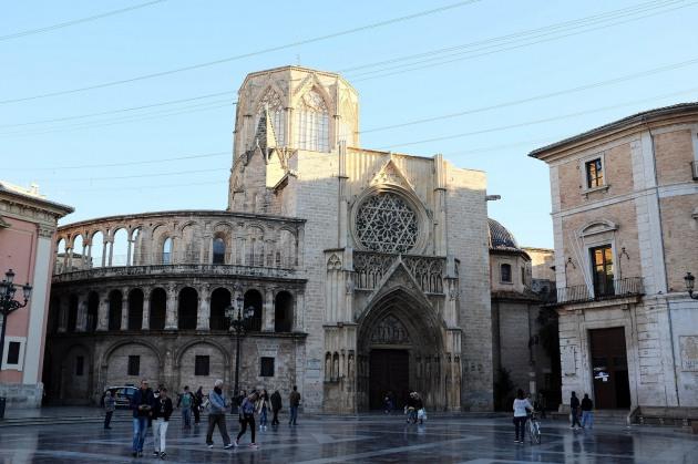 La cathédrale de Valence depuis la place de la Vierge, la place la plus touristique de la ville