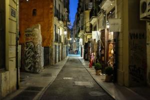 Une ruelle du barrio El Carmen durant la nuit