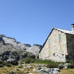Une maison après le lac d'Aumar dans la réserve du Néouvielle