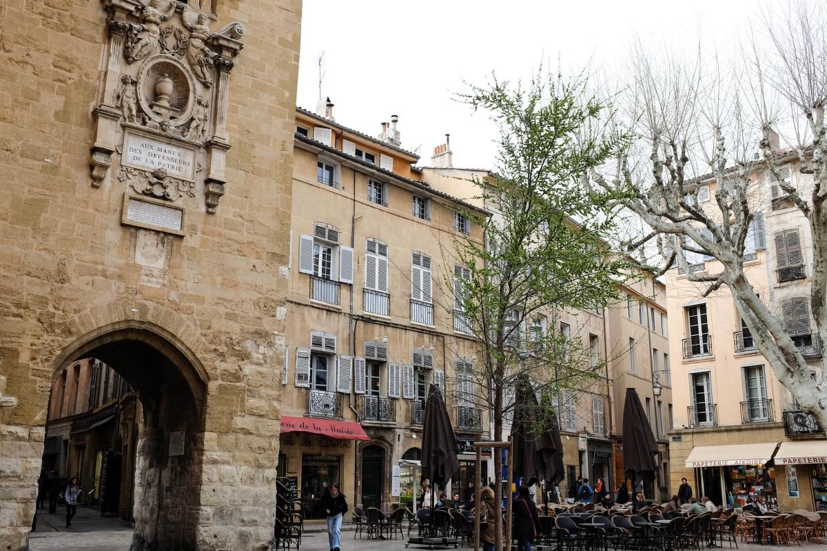 Aix place hotel de ville