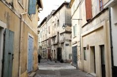 Le centre historique de la ville de Arles et ses ruelles sinueuses