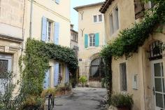 Les rues tranquilles de la vieille ville de Arles