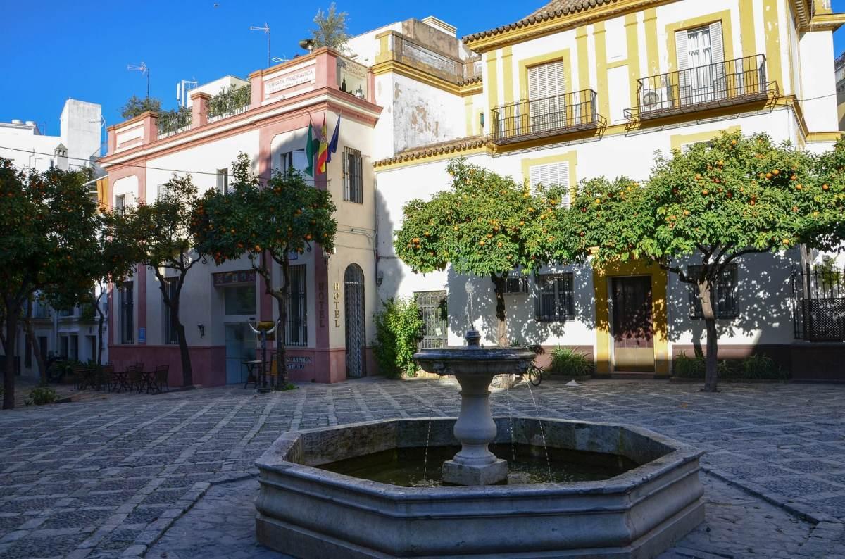 seville santa cruz place
