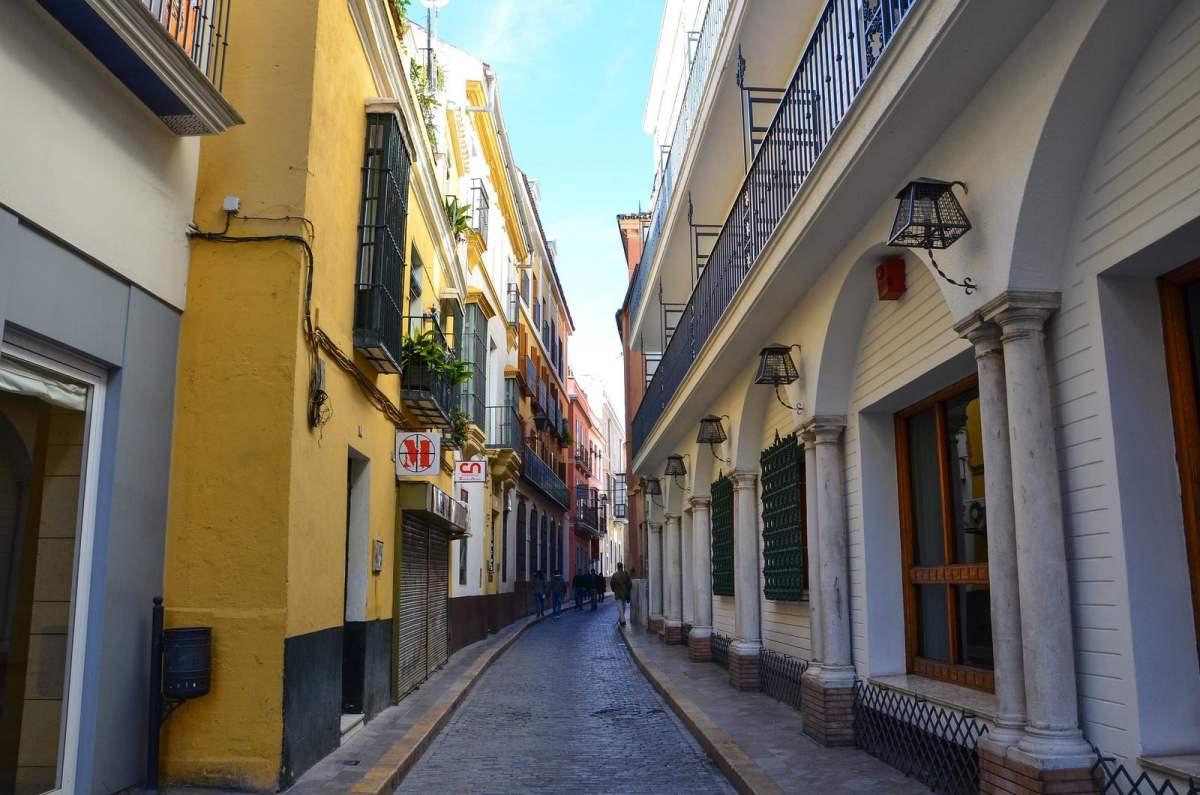 seville santa cruz street