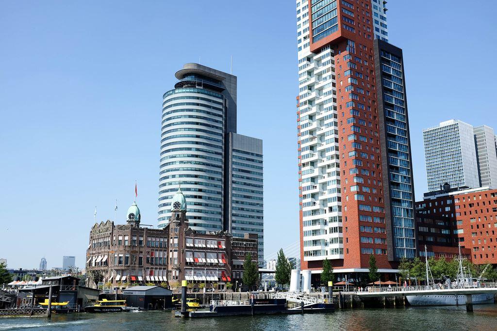 L'hôtel New York et les gratte-ciels de Rotterdam