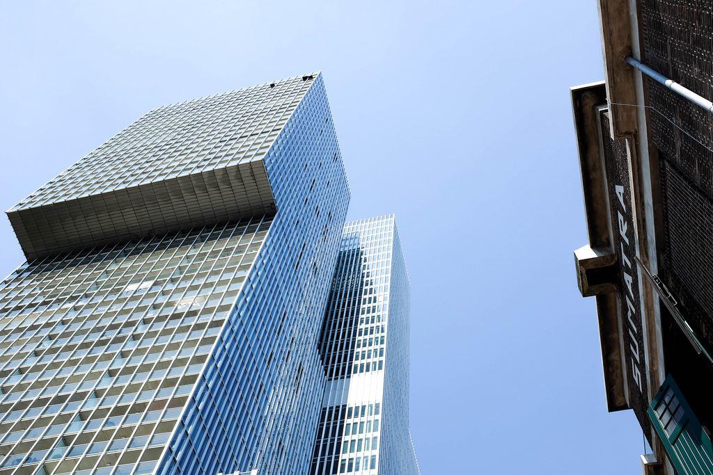 La tour De Rotterdam au cœur du quartier moderne de Rotterdam